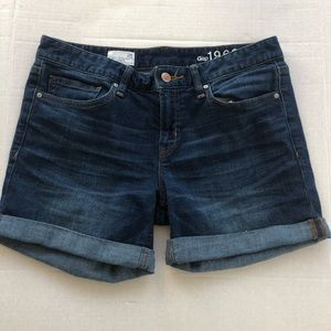 Gap real strait shorts size 28 rolled cuff